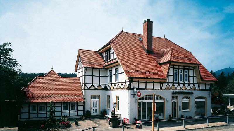 Historical building with plain tile KLASSIK natural red