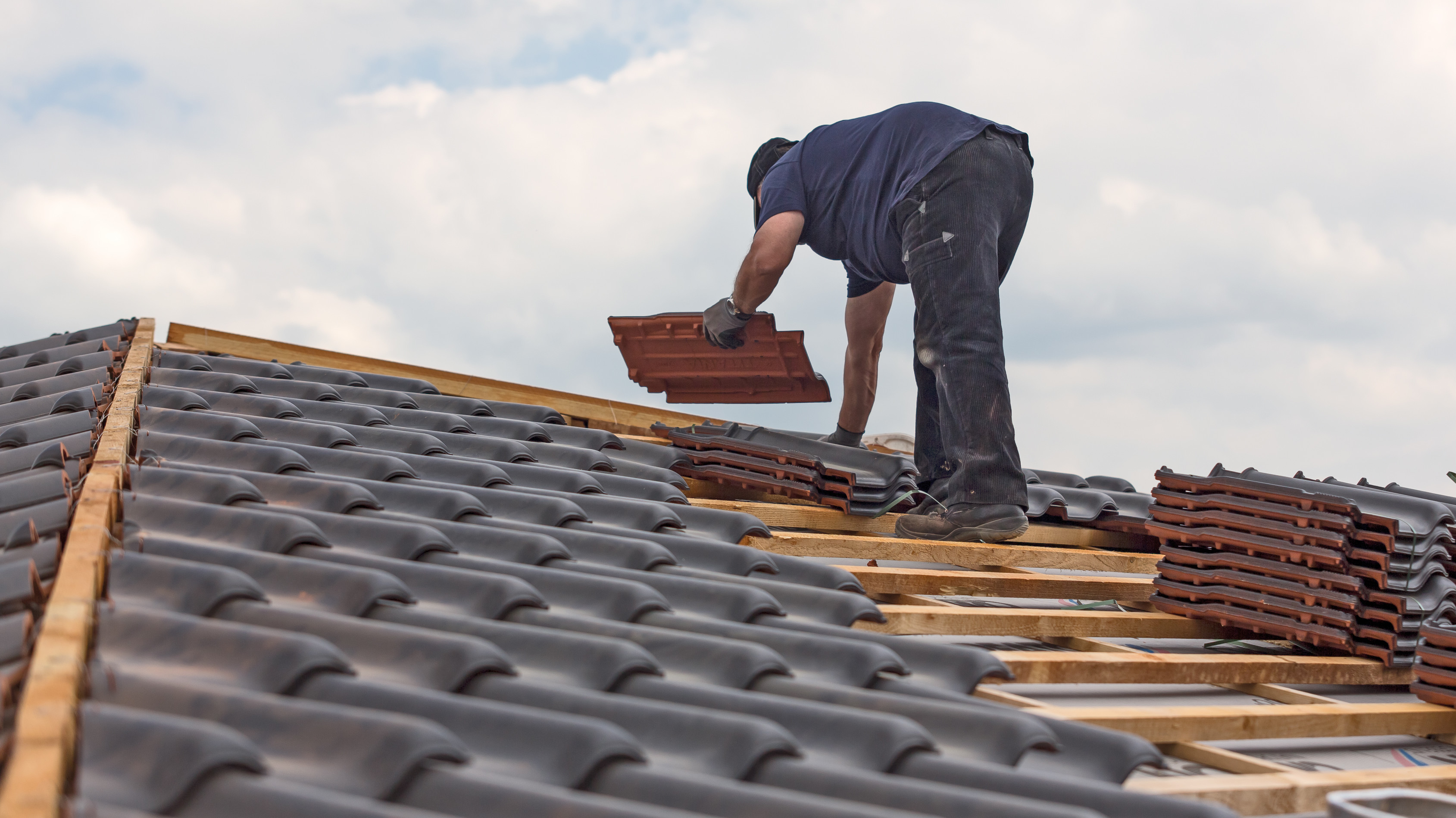 Roofer covers the roof