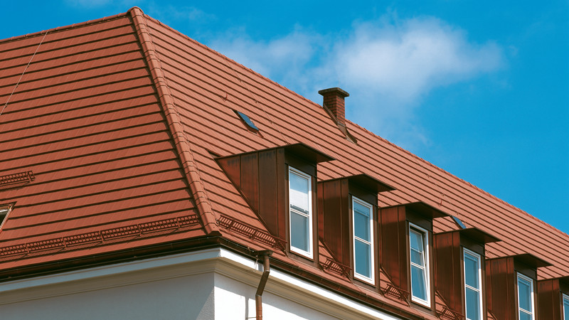 Roof with DOMINO natural red